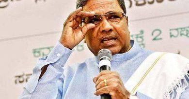 """کرناٹک: دسہرہ کیلئے پولیس کا لباس زعفران! سدرامیا نے لگایا """"جنگل راج"""" کا الزام اور CM سے مانگا استعفیٰ"""